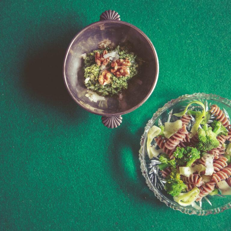 Brokkoli-Zucchini-Pasta mit Walnusspesto